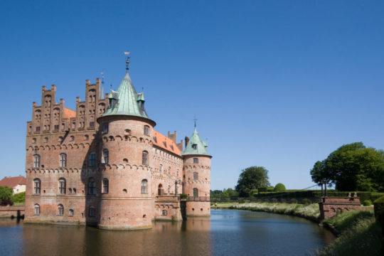 castle-with-moat-1.jpg